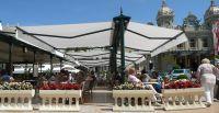 Freistehende-Doppelgelenkarmmarkise-Gastgarten