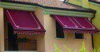 Kassettenmarkise-weinrot-Fenster-Balkon