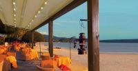 Holz-Terrassenueberdachung-Gastronomie-Strand-Meer