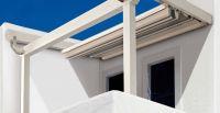 Holz-Terrassenueberdachung-kleiner-Balkon
