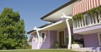 Holz-Terrassenueberdachung-pinkes-Haus